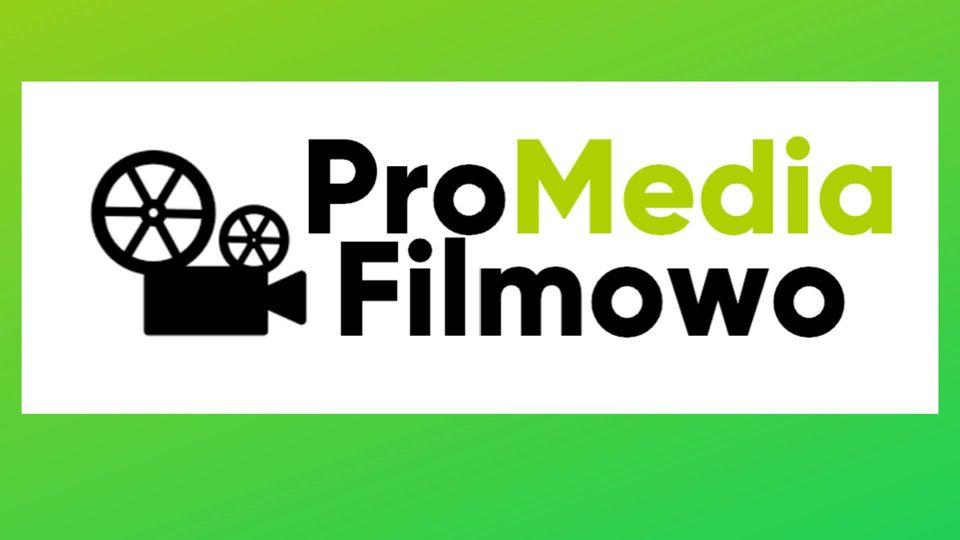 """projektor filmowy i napis """"ProMedia Filmowo"""""""