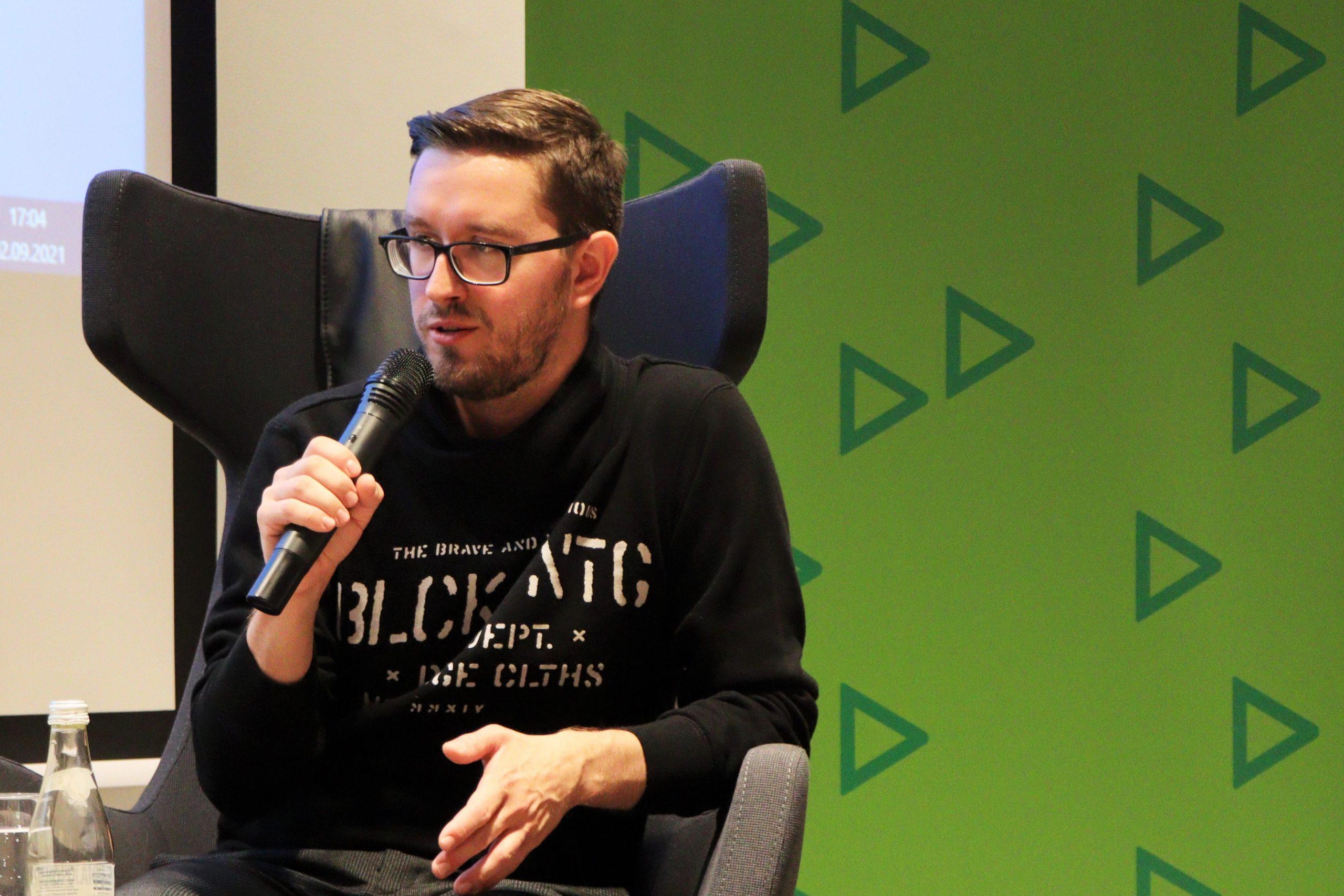 """Projekcja filmu """"Wilsona 7"""" oraz rozmowa z reżyserem, Jakubem Boruniem. Fotorelacja"""